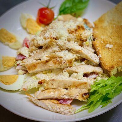 salata al pollo
